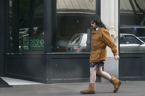 Lovin' his beer and lovin' his Uggs. And is that a napkin or a tie? I'm not sure, and I do not see a wedding ring ...